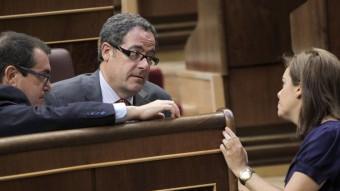 Soraya Sáenz de Santamaría conversa ahir amb Pere Macias al Congrés ZIPI / EFE