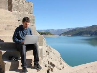 Jordi Ubach, editor del diari electrònic 'Pallars Digital', fotografiat al pantà de Sant Antoni.  Foto:D. MARÍN