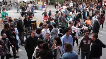 DJ Elèktrik i The Patillas van animar la festa, ahir a la tarda a la plaça Sant Feliu de Girona. JOAN SABATER