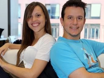 Carme Andrés i Marc Rabal, amb l'aplicació de KinderTic.  Foto:QUIM PUIG