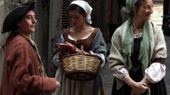 El rodatge de 'Born' va permetre veure ahir personatges vestits com els barcelonins del 1714 PERE FRANCESCH / ACN