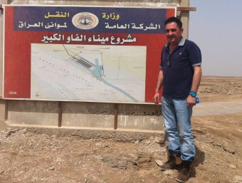 Juan Rodríguez, cap de projectes a Iraq de Pimec, a les obres del port de Fao.  Foto:L'ECONÒMIC