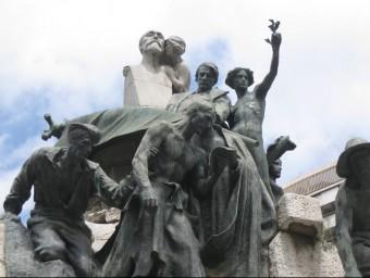 Monument al Doctor Robert, alcalde de Barcelona, quan es va fer el tancament de caixes.  ARXIU