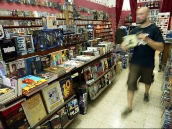 Entre els negocis 'peculiars' de la zona hi ha les botigues de còmics i jocs de rol.  ARXIU / JUANMA RAMOS