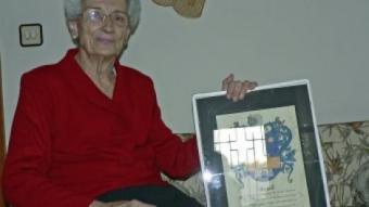 Pilar Bayell nascuda el 1919, recorda com acabada la guerra, va anar a buscar oli a l'Empordà. PAU LANAO