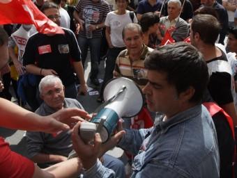 Imatge d'una manifestació de treballadors convocada per UGT, CCOO i USOC.  ARXIU / EMILI AGULLÓ