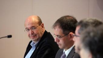 Joan Carles Gallego, al fons, durant el debat d'ahir. QUIM PUIG