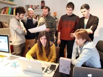 L'equip d'Elkano Data, amb el seu fundador, Pau Cuervo, el segon per l'esquerra.  JUDIT FERNÀNDEZ
