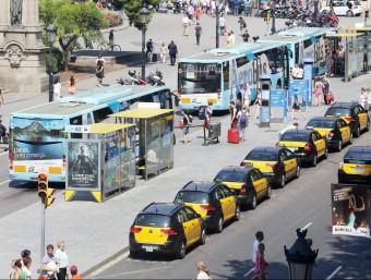 Flotes de camions i taxis basen bona part del seu negoci en la utilització d'un vehicle comercial.  ARXIU /ANDREU PUIG