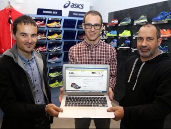 Josep Gras, CEO de Leksport; Josep Alberti, director de màrqueting, i Jordi Casas, responsable de compres.  JUANMA RAMOS