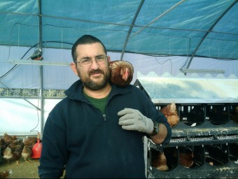 Albert Batalla comercialitza 2.200 ous diaris a Ous de Can Reinal.  L'ECONÒMIC