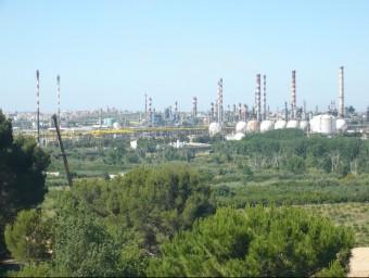"""Un estudi del ministeri d'Indústria reconeix que Catalunya concentra """"quasi la meitat de la indústria química espanyola"""".  ARXIU"""