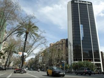 Imatge de la seu de Banc Sabadell a Barcelona.  JOSEP LOSADA