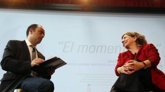 El vicedirector d'El Punt Avui i la cineasta durant el col·loqui del Moment Zero  quim puig