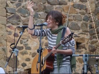 Maria Rodés, durant la seva actuació, diumenge a El Gat Bornaix NÚRIA GARRO / X.C