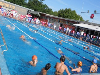 La piscina descoberta de Flaçà, dissabte passat durant la primera jornada de la Copa Pirineus Foto:L'ESPORTIU