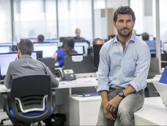 Carlos Galí, un dels socis d'Onebox, a les oficines de la 'start-up' a Barcelona.  ALBERT SALAMÉ