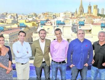 Els representant de vuit de les deu empreses posen en una foto conjunta a la terrassa de l'Hotel Bagués de les Rambles de Barcelona juanma ramos