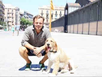 Enrico Sargiacomo va fundar Bibulu el 2013 davant les necessitats que li generava el seu gos, Gilberto.  ANDREU PUIG