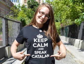 Mélodie Pulgarin llueix un lema a la seva samarreta que anima a parlar català PLATAFORMA PRO SELECCIONS