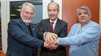 Premi Canigó de la UCE a Christian Bourquin (al mig), l'any 2013, amb Joandomènec Ros i Jordi Sales A.R