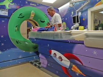 La sala de diagnòstic per la imatge de l'hospital Sant Joan de Deu ambientada, com si fos una nau espacial.  Foto:ARXIU/JUANMA RAMOS