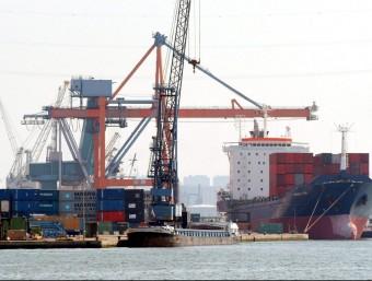Catalunya té dèficit amb les seves relacions comercials amb l'estranger.  ARXIU