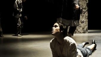 Beckett destil·lat. UN MUNTATGE D'OMBRES I DE POSSIBLES COINCIDÈNCIES, SOTA EL TEMÍS DEL MOVIMENT ESAD I. TEATRE