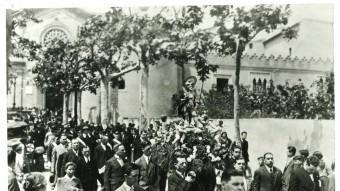 Processó de Sant Anastasi pel carrer del Temple. Museu de Badalona. Arxiu Josep M. Cuyàs