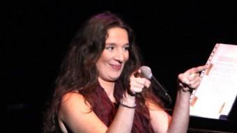 Dulce Pontes, en els primers moments del seu concert a Girona JOAN SABATER
