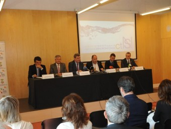 L'acte va reunir les principals autoritats de la natació i l'esport tant català com espanyol Foto:RAMON FERRANDIS / EL 9 NOU