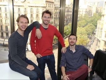 Els tres socis fundadors de GetYourHero, Sebastian Gmelin, Sebastian Janus i Henrik Beckmann.  ANDREU PUIG