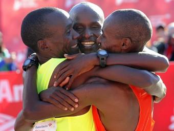 Kipchoge, Kitwara i Chumba celebren el triplet aconseguit en la marató de Chicago Foto:EFE