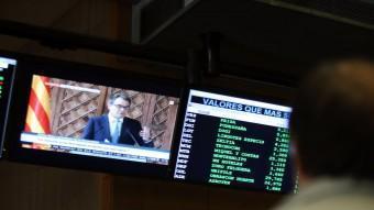 Un inversor segueix les explicacions del president Artur Mas, dimarts passat, al parquet de la Borsa de Barcelona QUIM PUIG