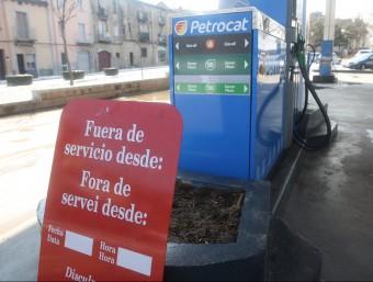 Segons càlculs de l'Associació d'estacions de servei de Barcelona (Aesb), des de 2010 cap aquí a Catalunya s'han tancat 19 benzineres cada any, de mitjana.  Foto:ARXIU