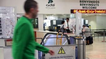 A l'estació central de Barcelona l'us de la llengua castellana hi té un tracte majoritari i preferencial, en detriment del català ELISABET MAGRE