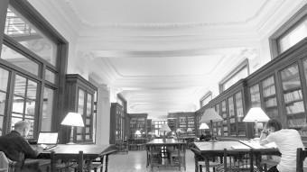 Sala de la biblioteca del Centre de Lectura. El Punt Avui