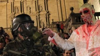 Els militars desplegats a la Catedral se les van haver de veure amb els morts vivents i amb el públic congregat a la mateixa hora pel mapatge J. SABATER