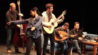Shantala Shivalingappa amb Ferran Savall, a la guitarra, en un assaig recent. J. SABATER