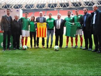 Foto de grup amb jugadors bascos, i tècnics i directius de les dues federacions, ahir Foto:FCF
