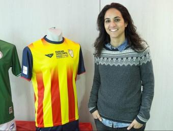 La seleccionadora Natàlia Arroyo, amb les samarretes del País Basc i Catalunya JOSEP LOSADA