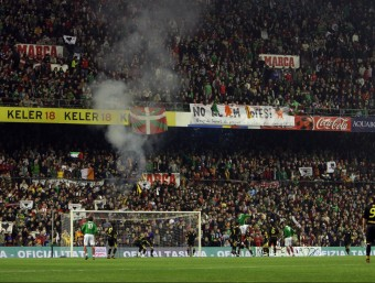 Una imatge de les grades plenes, en el partit que Catalunya i el País Basc van disputar el desembre de l'any 2007, a l'antic San Mamés Foto:ORIOL DURAN