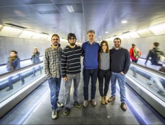Counterest vol estar més present al transport públic. En la imatge, l'equip a l'estació de Diagonal.  ALBERT SALAMÉ