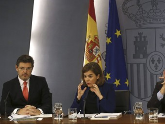 El ministre de Justícia, Rafael Català, i la vicepresidenta del govern espanyol, Soraya Sáenz de Santamaría, després del consell de ministres del dia 27 que va aprovar el canvi.  Foto:EFE