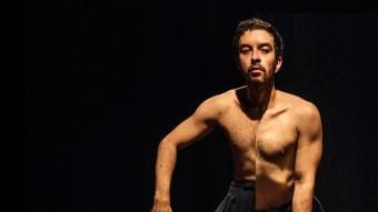 Òptica. EDUARDO FUKUSHIMA TREBALLA EN ELS CONTRASTOS AL COS A 'HOMEN TORTO' INES CORREA