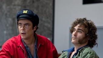 Benicio del Toro i Joaquin Phoenix en una escena d'aquest film sobre una època d'excessos amb les drogues  WARNER BROS