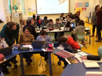 Una aula de l'escola Jesuïtes Educació de Barcelona, que innoven en l'aprenentatge a partir de grups de cinc o sis alumnes.  ARXIU