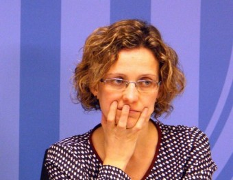 La consellera d'Ensenyament en funcions, Irene Rigau, i la virtual successora en el càrrec, Meritxell Ruiz, en una imatge del març passat ACN