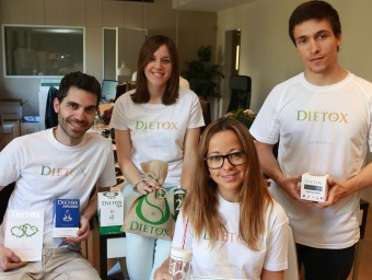 Virginie Rogé (en primer pla), amb la resta de l'equip de Dietox.  ANDREU PUIG