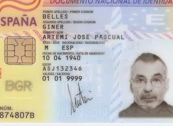 El DNI d'Artemi Bellés, abans i després de la normalització del nom i la inscripció amb el canvi al Registre Civil de Barcelona EL PUNT AVUI